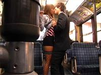 満員バスで密着状態のうたた寝ギャルが肩にもたれ掛かってきたのでそっと彼女の手に勃起チ○ポを握らせてみた!! 桜りお 水澤りの 北川瞳[1]