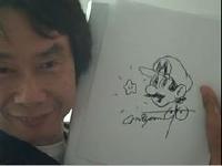 マリオの生みの親「宮本茂」が直筆のサインを描いている動画