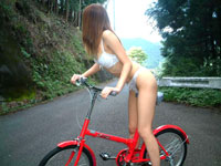 JKの絶頂アクメサイクリング♪自転車に乗りながら潮吹き!![芸能/お宝]
