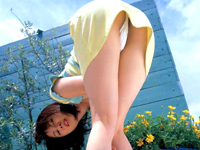 路上で踊り狂うお姉さんが何度も乳見せ!![芸能/お宝]
