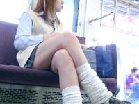 電車内で女子高生に見られながらバイブでオナニー!![芸能/お宝]