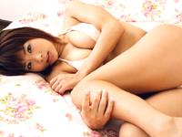 堀田ゆい夏★下着姿で超接写!!物欲しげな表情に・・・[芸能/お宝]