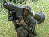 対戦車ミサイルの実弾訓練、直ぐそばに落ちて大パニック[芸能/お宝]