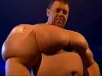 【動画】筋肉を増強しすぎてしまった男たちの画像集