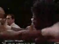 ボクシング史上最もひどい不意討ちパンチ!!顎粉砕⇒逮捕
