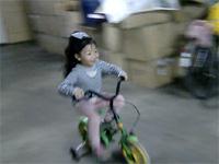 【神業】女の子が見せる驚きの駐輪テクニック