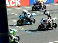 モトGPのレース開始直後に悲惨すぎる事故が発生