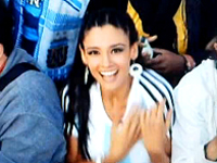 ウルトラ美人な上におっぱいで挑発するアルゼンチンサポーター
