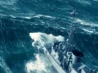 海恐ろしすぎワロタwww大波の壁に立ち向かう船乗りたち凄すぎ