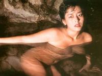 名女優!!高瀬春奈さんの喪服姿で野外セックス映像