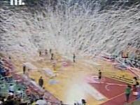 試合が完全に中断されるバスケットボールの凄い応援。これは楽しそうwww
