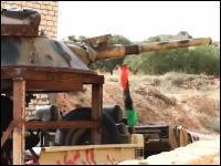 リビア反乱軍の戦車が凄い。廃戦車から砲塔部分だけを持ってきてどーん!