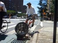 警察が「自転車レーンを走れ」と言うので、無理にでも走ってみた