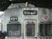 日本の鉄道車両が海外を走る風景。でも「中野行き」の表示はそのまま・・w