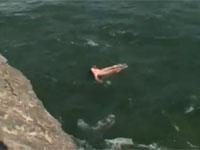 ナイアガラの滝から女性が落下して死亡。その姿が偶然撮影されYouTubeに