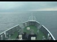 航海中の海上保安庁巡視船「まつしま」に到達した巨大津波の映像。