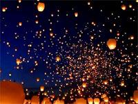 人間が作った天の川。ポーランドの夏至祭で行われた8000個の天灯が美しい
