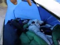 これは真似できないエクストリーム睡眠。撮影者楽しみすぎ釣られてワロタw