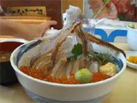 北海道の活きが良すぎる海鮮丼が海外で話題に。逃げ出そうとする食材w