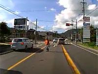 認知症か?神奈川県で危険なおばあさんを撮影したドライブレコーダー映像