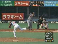 野球の神動画?右ヒザ→左ヒザ→金玉の自打球を乗り越えて!