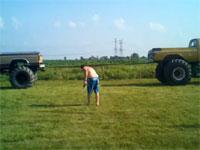 モンスタートラック同士で綱引きをしたら洒落にならない事態に