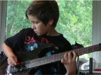 正に神童。11歳の少年による超絶ギターテクニック。