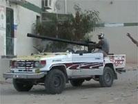 こりゃカダフィも逃げ出すわ。リビア反乱軍の攻撃がハンパなかった動画
