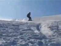 びっくりした。スキーヤーを撮影してたら別の人が凄い勢いで突っ込んできた