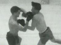 1939年に発案されたグダグダスポーツ、水中ボクシングの映像。