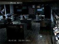 監視カメラをガン見して消えていく少女の霊の映像