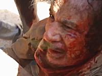 新しく投稿されたカダフィが捕まった直後の高画質ビデオ。暴行されまくり・・・