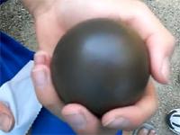 泥団子を本気で作るとピカピカになる動画。どろだんごが光る!?これ凄い