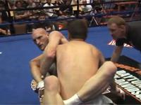 MMAで腕がポキッ!乾いた音が会場に響き渡る・・・。折った方もびっくり。