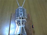 世界最小?のV型12気筒エンジンをつくったった動画。これは芸術作品の域