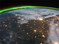 壮大なるスペースファンタジーな美しさ!宇宙ステーションから見た地球の早回し映像